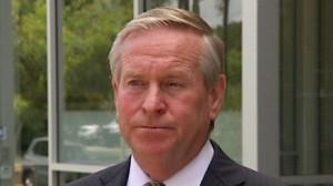 The Premier Colin Barnett says the Opposition leader Mark McGowan should apologise to Chevron.