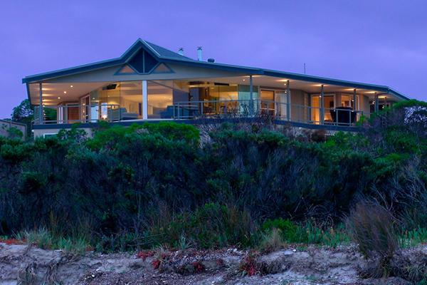Beautiful-Accommodation-Island-Beach-Lodge-Luxury-Accommodation-South-Australia-600x400