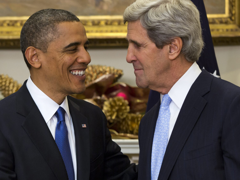 US President Barack Obama (L) and Secretary of State John Kerry (R)