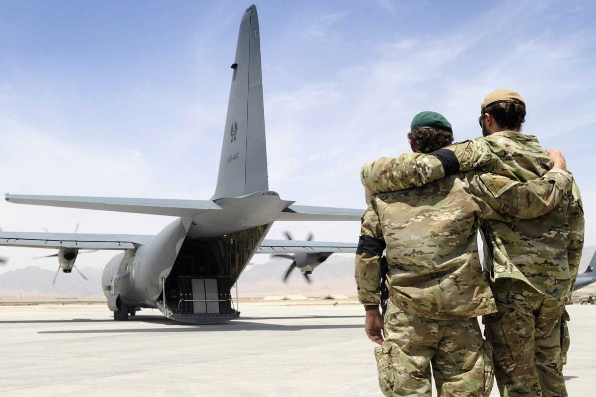 Australian soldiers in Afghanistan farewell a fallen comrade