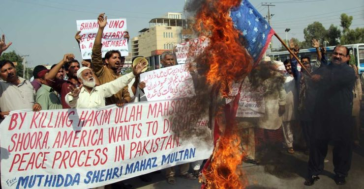 Pakistanis protest at the US killing of Taliban leader Hakimullah Mehsud