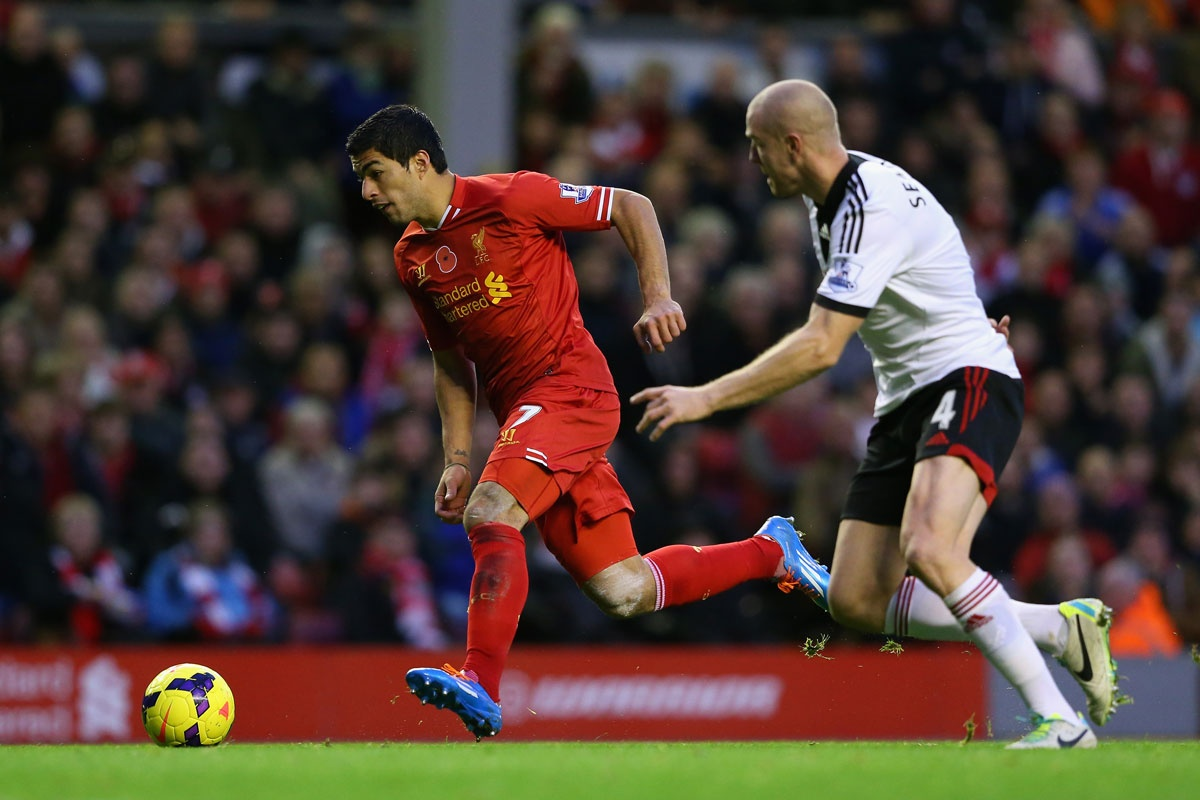 Liverpool's Luis Suarez on the charge against Fulham.