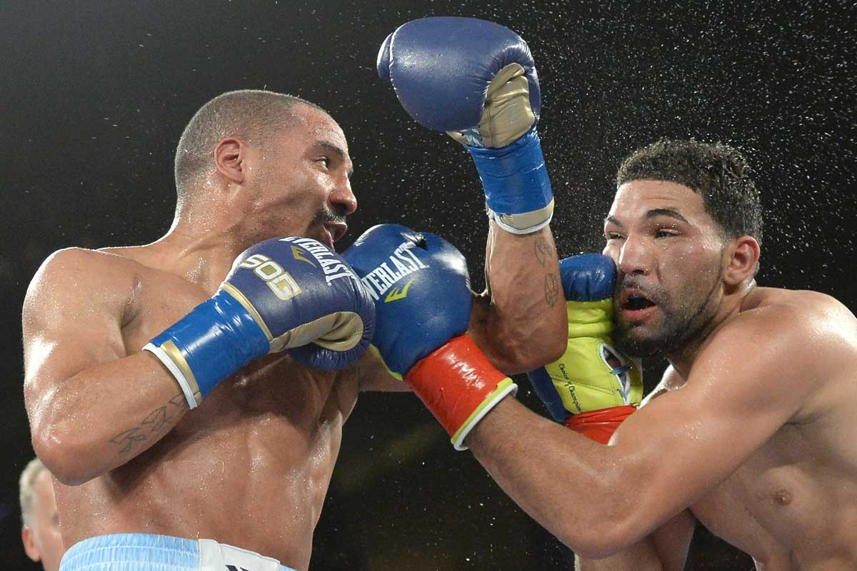 Andre Ward punches Edwin Rodriguez to win the WBA super middleweight title.