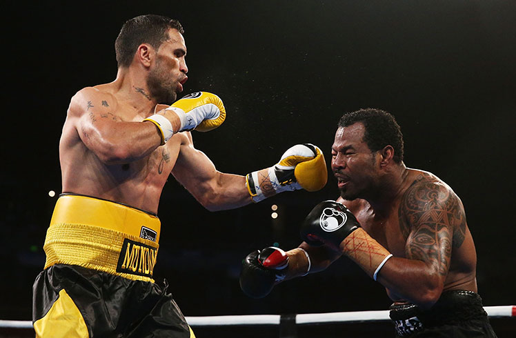 Anthony Mundine lands a left to the head of Shane Mosley.
