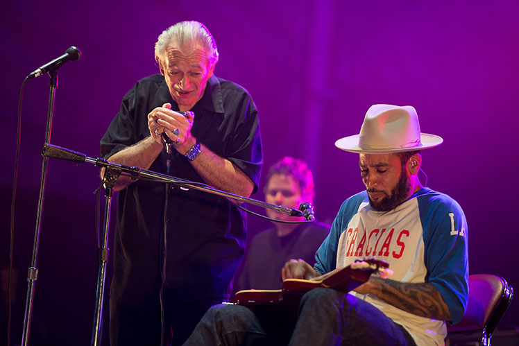 Ben Harper (right) and Charlie Musselwhite team up for a blues beauty.