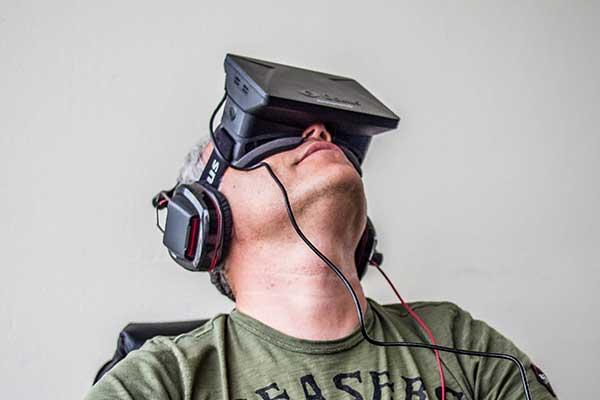 Orlovsky_and_Oculus_Rift-smaller