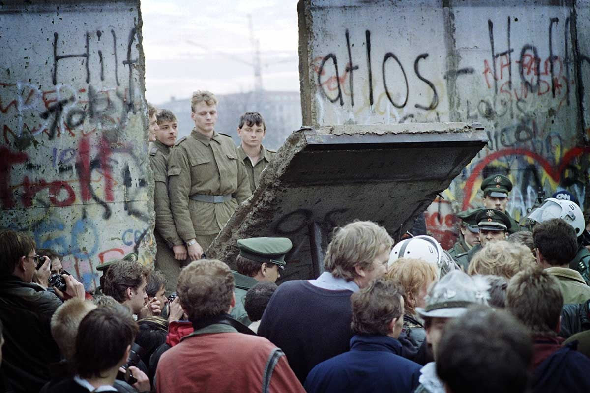 """why was the berlin wall built in 1961 essay The berlin wall essay the rise and fall of the  even though the wall was not built till 1961, berlin was an enduring symbol of that """"iron curtain"""" to get ."""