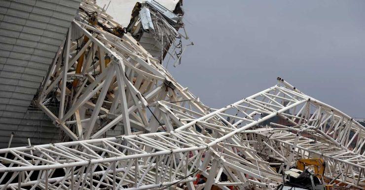 The collapsed crane at the Arena de Sao Paulo.