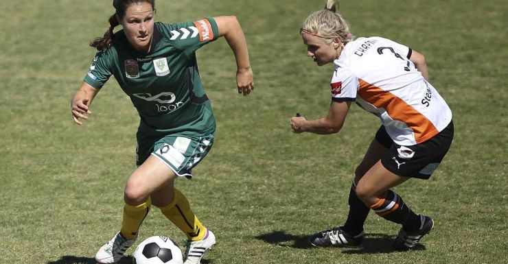 Canberra's Kendall Fletcher and Brisbane's Amy Chapman contest possession.