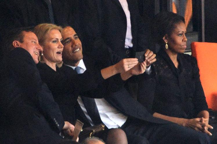 Obama Mandela selfie