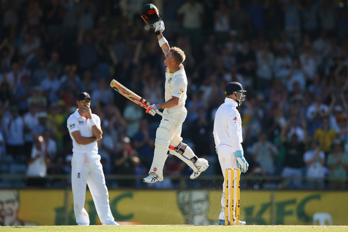 Watch and weep: Elated Warner, dejected Englishmen.