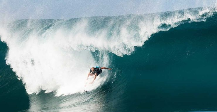Mick Fanning nails a wave during the final round of the Pipe Masters.