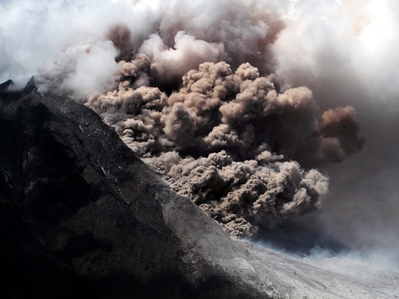 Mount Sinabung spews out volcanic material