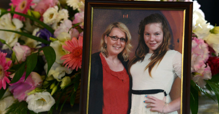 photograph of Noelene Bischoff and her 14-year-old daughter Yvana