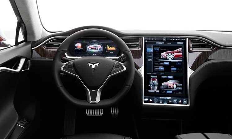 Tesla-Model-S-cockpit