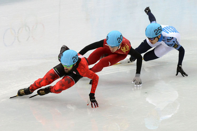 Canada's Charles Hamelin leads the field in the 1500 metre skating final. Picture: Getty