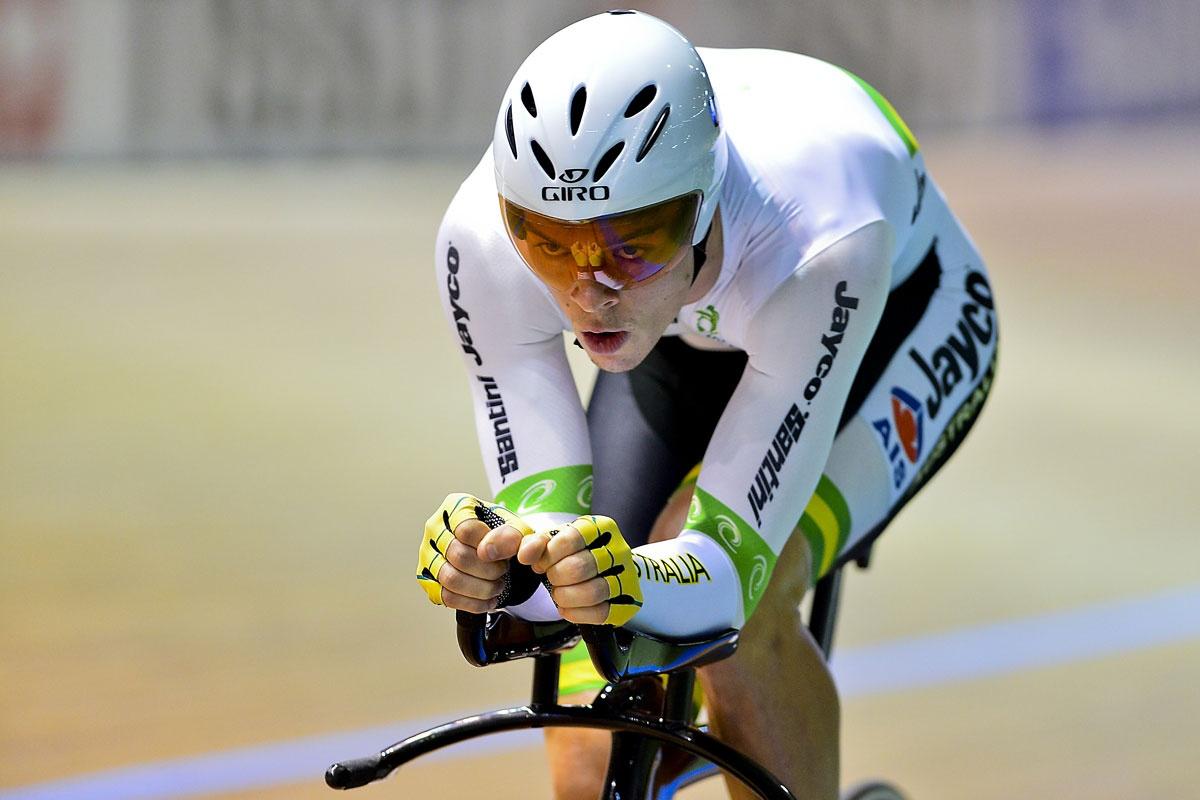 Alex Edmondson wins the individual pursuit.