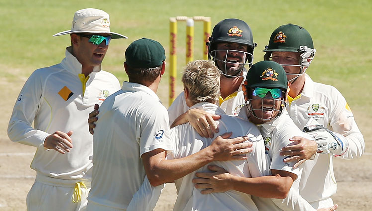 A fond farewell for Faf du Plessis. Picture: Getty