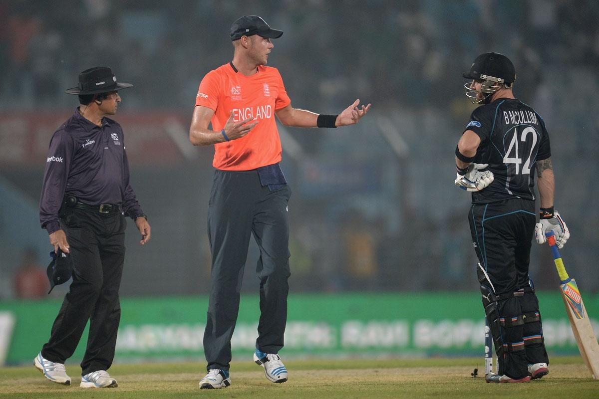 Captains Stuart Broad (centre) and Brendan McCullum discuss the weather.