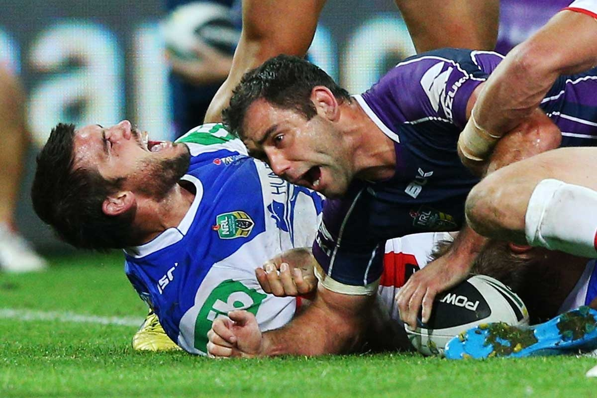 Cameron Smith scores a match-winning try against the Knights.