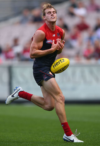 Jack Watts shows how NOT to take a chest mark. Photo: Getty