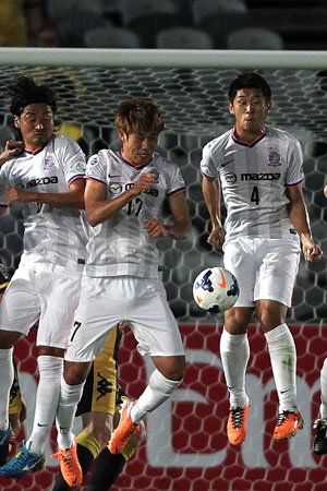 Hiroshima players defend  a penalty.