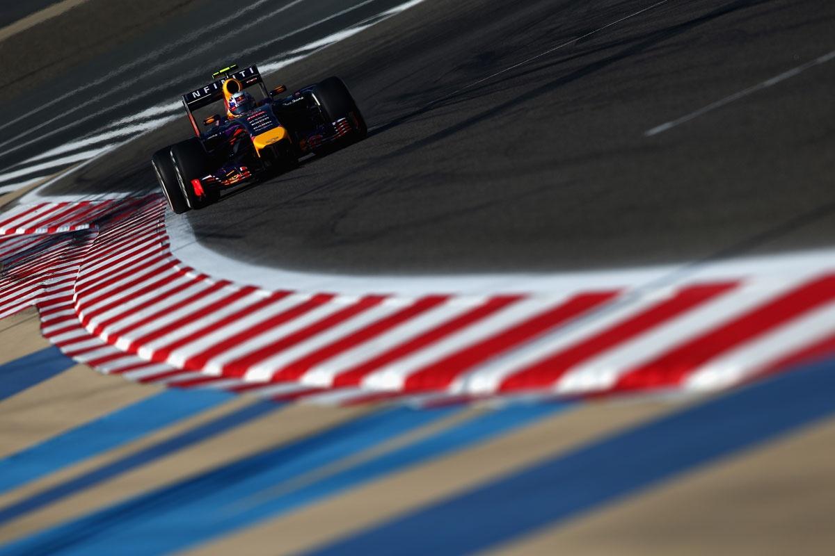 Daniel Ricciardo blitzes in Bahrain.