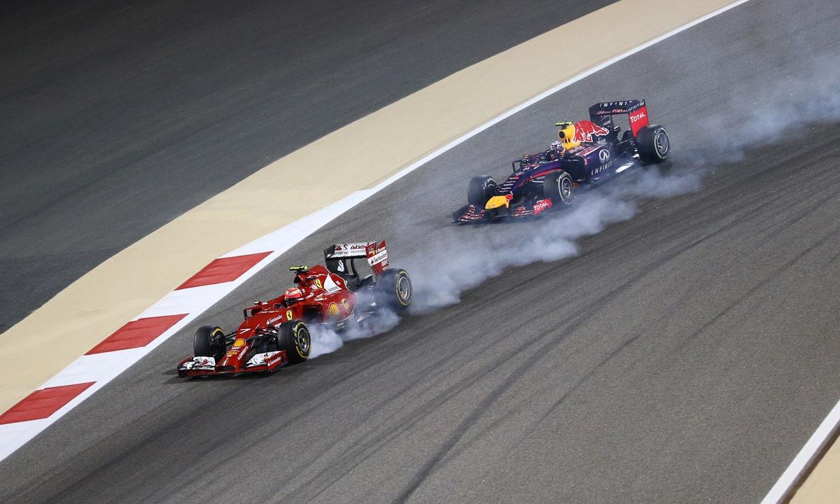 Daniel Ricciardo on the heels of Finland's Kimi Raikkonen.