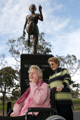 Betty Cuthbert at the unveiling of her MCG statue. Photo: Getty