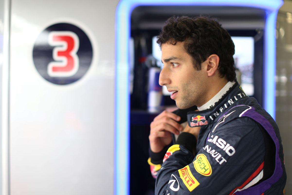 Daniel Ricciardo says he has no problems with teammate Sebastian Vettel.