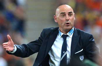 Kevin Muscat vents at the referee. Photo: Getty