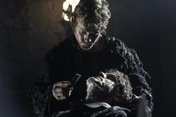 Theon Greyjoy shaves