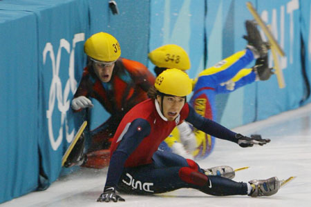 Could Chile the Netherlands and Spain follow in the slippery footsteps of Steven Bradbury's ill-fated opponents at Salt Lake City? Photo: Getty