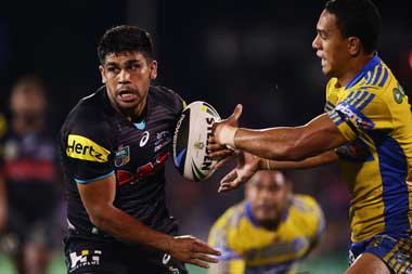 Tyrone Peachey evades Will Hopoate on his way to a memorable try. Photo: Getty