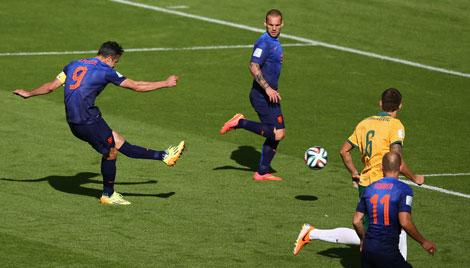 58th minute. Dutch skipper Robin van Persie equalises 2-2.