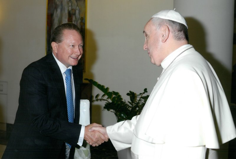 Australian mining magnate Andrew Forrest shakes hands with Pope Francis as part of his bid to stop slavery.
