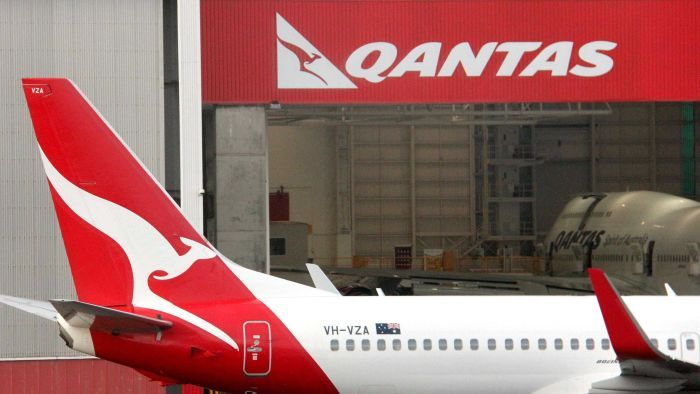 A Qantas flight has been diverted to Los Angeles due to flooding in its cabin.