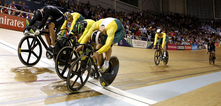 Australia's Matthew Glaetzer (R) crosses the finish line to win the gold medal in the men's keirin. Photo: Getty