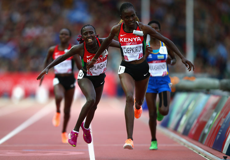 Joyce Chepkirui of Kenya (R) crosses the line to win gold ahead of Florence Kiplagat. Photo: Getty