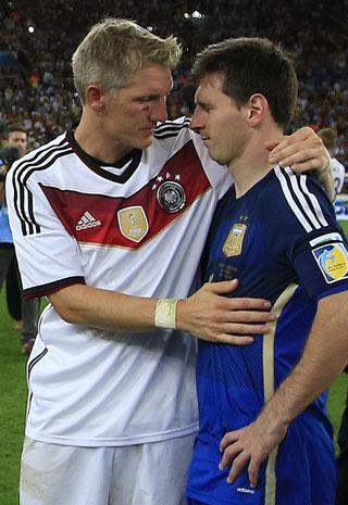 Lionel Messi is consoled by Bastian Schweinsteiger. Photo: Getty