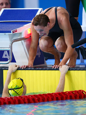 We did it sister! Bronte Campbell greets Cate after her blistering final leg. Photo: Getty