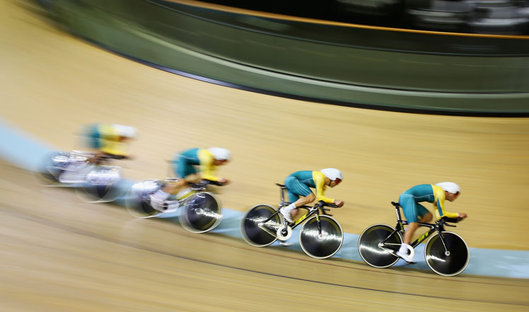 Australia's team pursuit cyclists burn up the velodrome on the way to gold against rivals England.