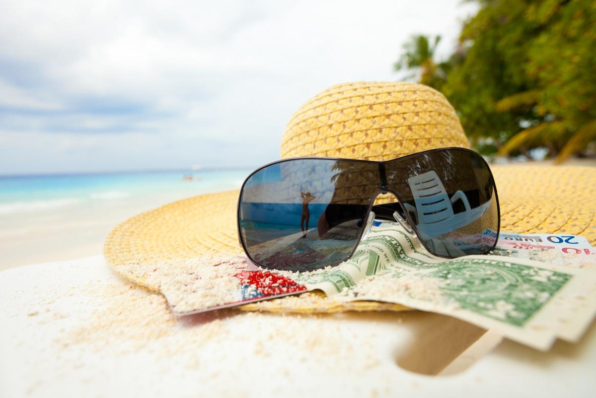 travel sunglasses money