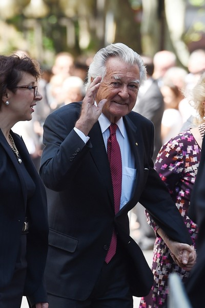 Bob Hawke arrives at the Sydney Town Hall. Photo: AAP