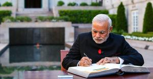 Indian PM Narendra Modi visits war memorial