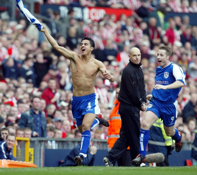 Tim Cahill celebrates scoring the winner for Millwall in the FA Cup semi-final Photo: Getty
