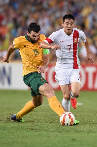 Mile Jedinak battled for fluency in his return from injury. Photo: Getty