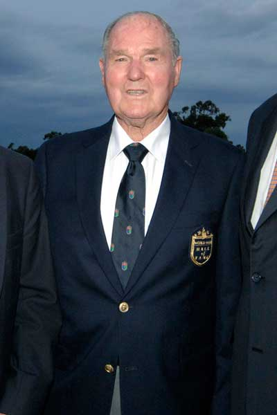Kel Nagle at his induction to the World Golf Hall of Fame in 2007. Photo: AAP