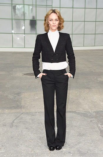 Vanessa Paradis went so far as to prominently buck the midriff trend. Photo: Getty