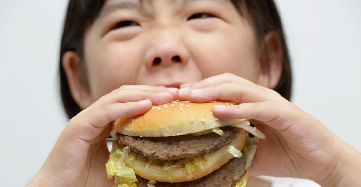 girl eats big mac
